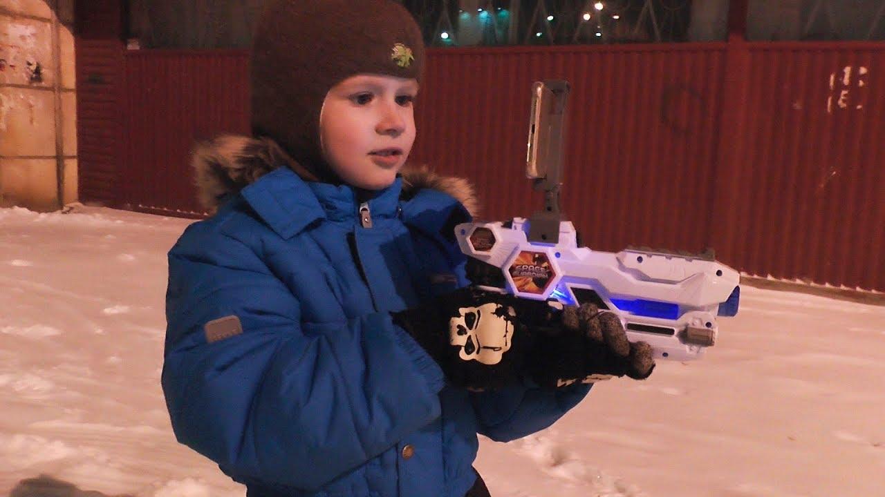 Пистолет для детей Папа подарил Максу Супер Пистолет Виртуальной Реальности