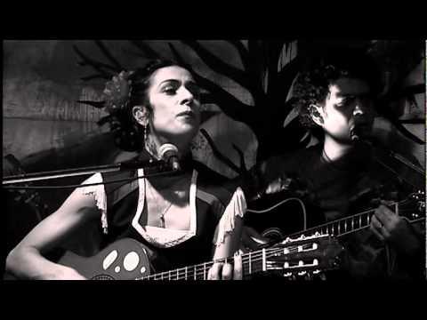 Marisa Monte / Tribalistas- Velha Infância (ao Vivo)
