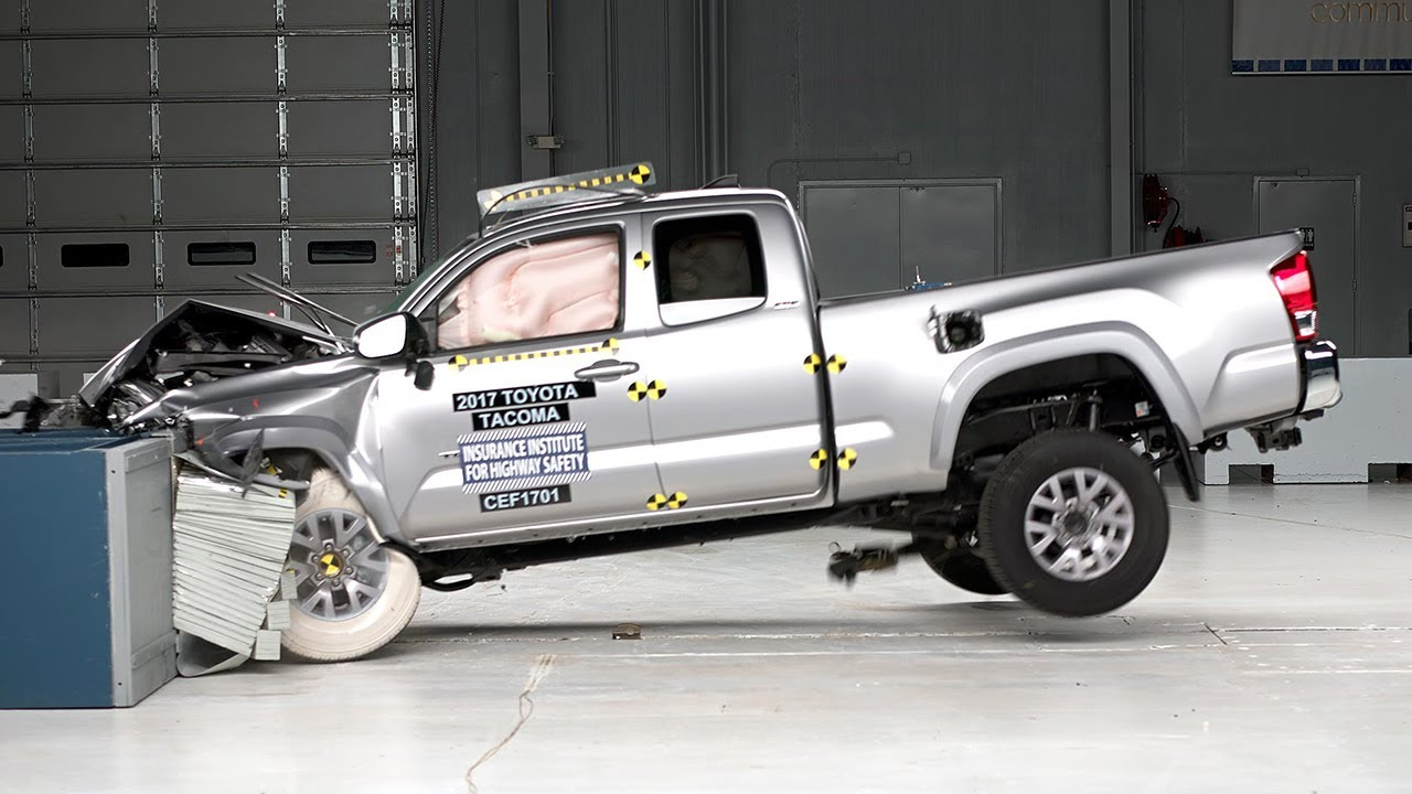 2017 Toyota Tacoma Access Cab >> 2017 Toyota Tacoma Access Cab moderate overlap IIHS crash test - YouTube