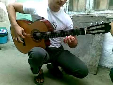 смотреть всем!!!СУПЕР!!Даги играют на гитаре в паре.mp4