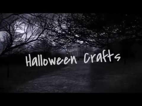 Halloween Crafts: Witch Legs Wreath Decor