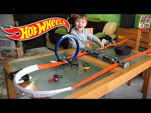 HOT WHEELS NA MESA DA SALA!! Corrida de Carros na Pista Track Builder - Hotwheels on the Table