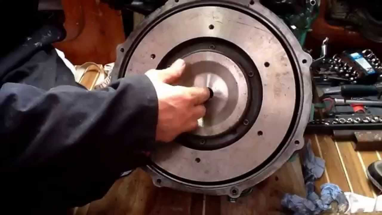 Brief Guide to Volvo Penta MD2030 Rear Crankshaft Oil Seal Replacement - YouTube