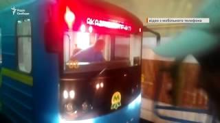 У метро Києва два поїзди застрягли у тунелі в годину пік
