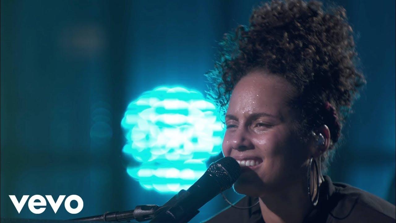 Alicia Smiles alicia keys - fallin' (live from apple music festival, london, 2016)