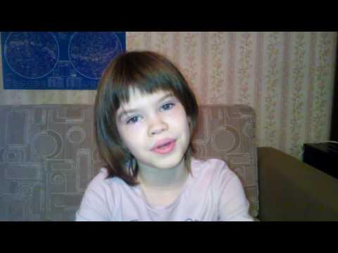 """Дочка читает стихотворение И. Пивоваровой """"Жила-была собака"""""""