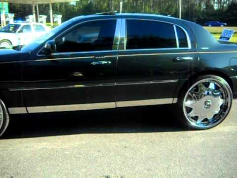 Lincoln Town Car On 26 Floaters Youtube