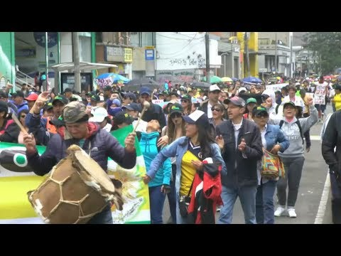 Hundreds of thousands in teachers' strike across Colombia