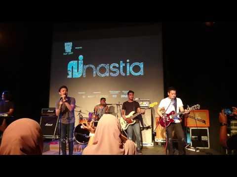 Nastia - Rapuh (LIVE)