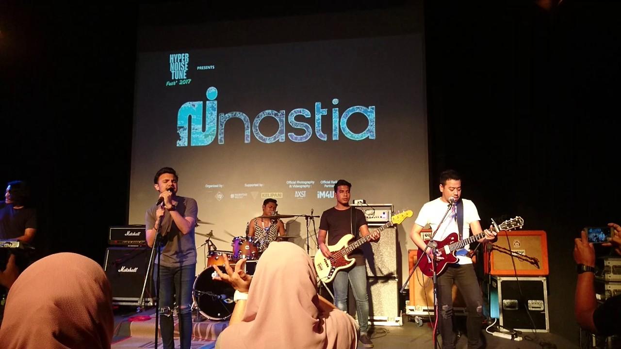 Nastia - Rapuh (LIVE) - YouTube Nastia Rapuh
