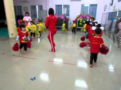 tiết dạy thể dục của cô Nguyên thị Huệ