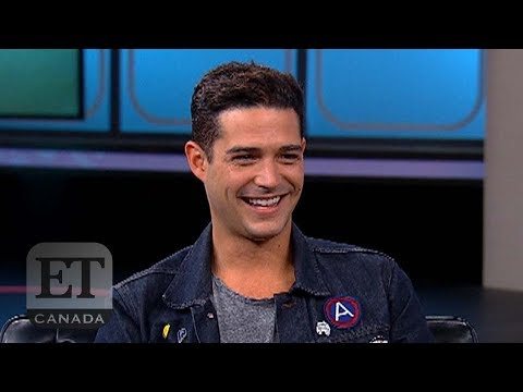 Download Youtube: Wells Adams Talks Dating 'Modern Family' Actress Sarah Hyland