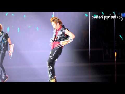[HD Fancam]110910 Onew not feeling well @ Singapore SHINee World Concert