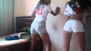 Duas Novinha Dançando Funk – Suave