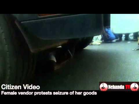 Vendor puts herself under council truck
