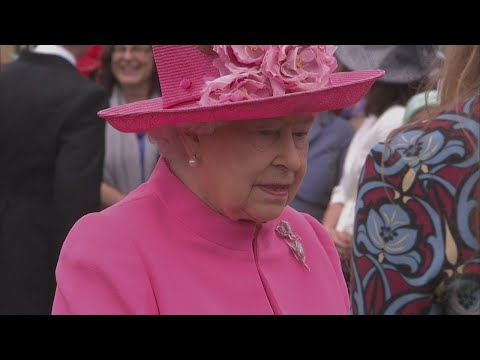 The Queen caught on camera calling Chinese officials 'very rude'