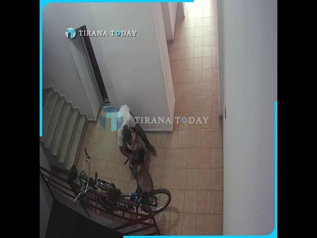 """Grabitje në pak sekonda, kapet """"skifteri"""" i biçikletave në Tiranë"""