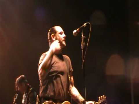 SOCIAL DISTORTION - DON'T DRAG ME DOWN live @ Via Funchal, Sao Paulo, Brazil - 17APR2010