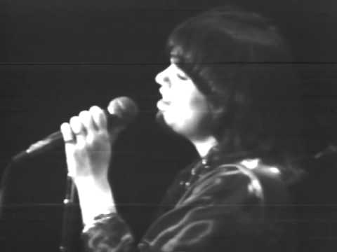 Flashback: See Linda Ronstadt's Stunning Performance of the Eagles' 'Desperado' in 1975