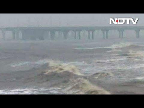Cyclone Ockhi: Rain hits Mumbai, schools shut