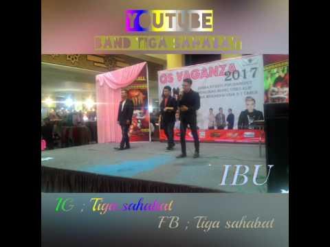Band Tiga Sahabat perform di acara QS VAGANZA (BTM) Bandung Trade mall