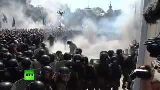 В военных у Верховной рады Украины бросили боевую гранату