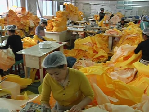 Chinese Factory Churns Out Ebola Suits