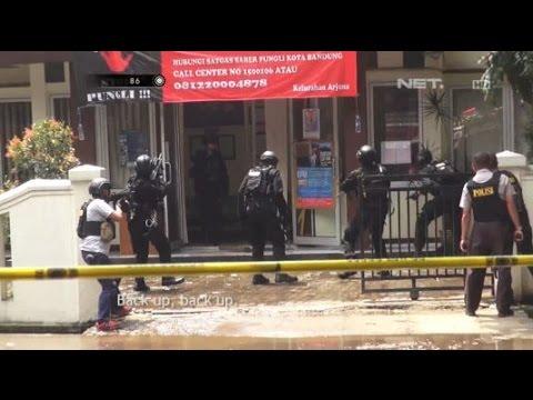 Detik-detik Melumpuhkan Tersangka Bom Panci di Kantor Kelurahan Bandung - 86