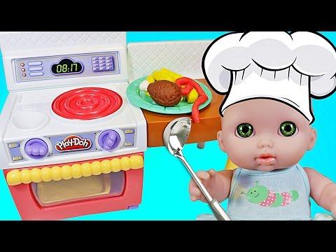 Кукла Пупсик кушает картошку Фри и Жареную курицу из пластилина Плей До набор Кухня Зырики ТВ