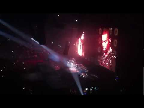 Jay-Z & Kanye West - Big Pimpin / Gold Digger.  Paris Bercy. Watch The Throne Tour.