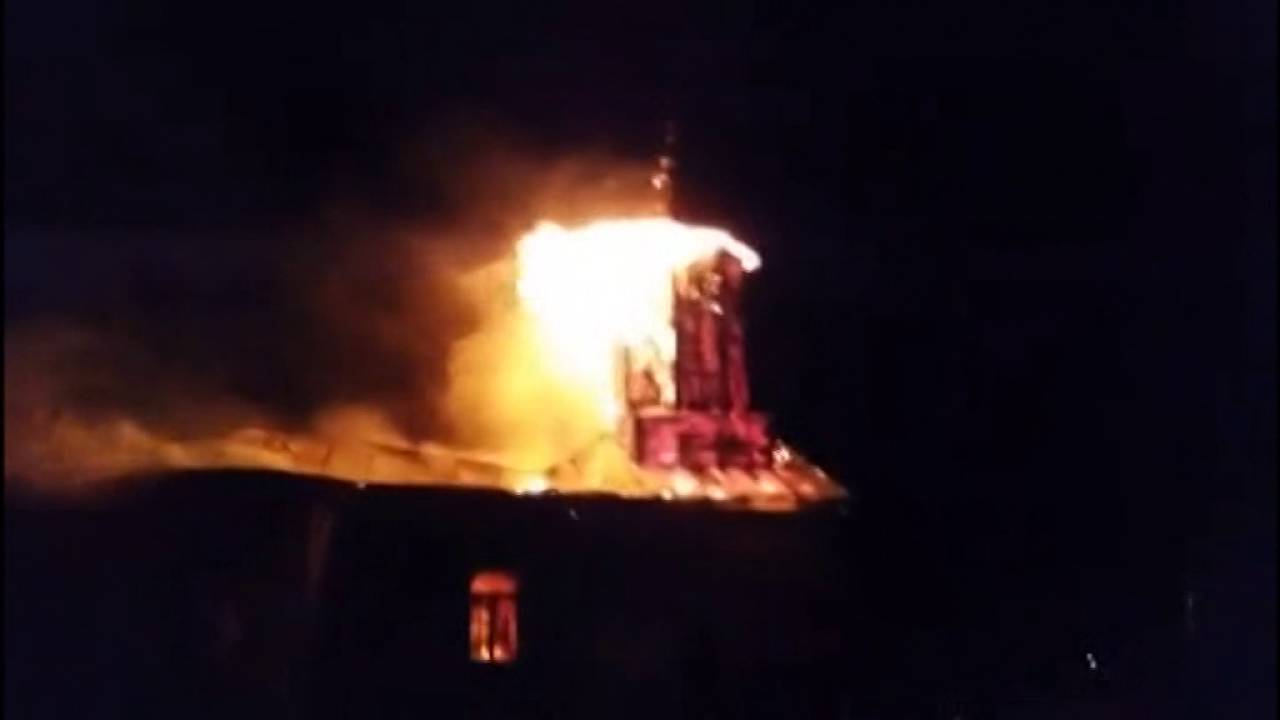 Imagini pentru incendiu biserica imagini