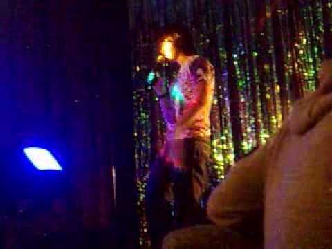 Woody on karaoke
