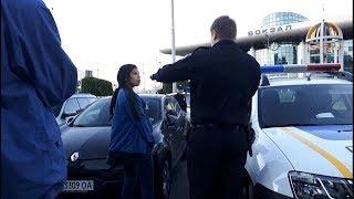 Полиция задержала ромку подозреваемую в краже. ЖД вокзал Киев