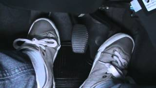 Usando os pedais de embreagem, freio e acelerador - Vença o Medo de dirigir