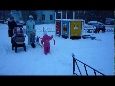 Беби Бон и Маша катаются на роликах! Видео для детейиз YouTube · Длительность: 4 мин40 с
