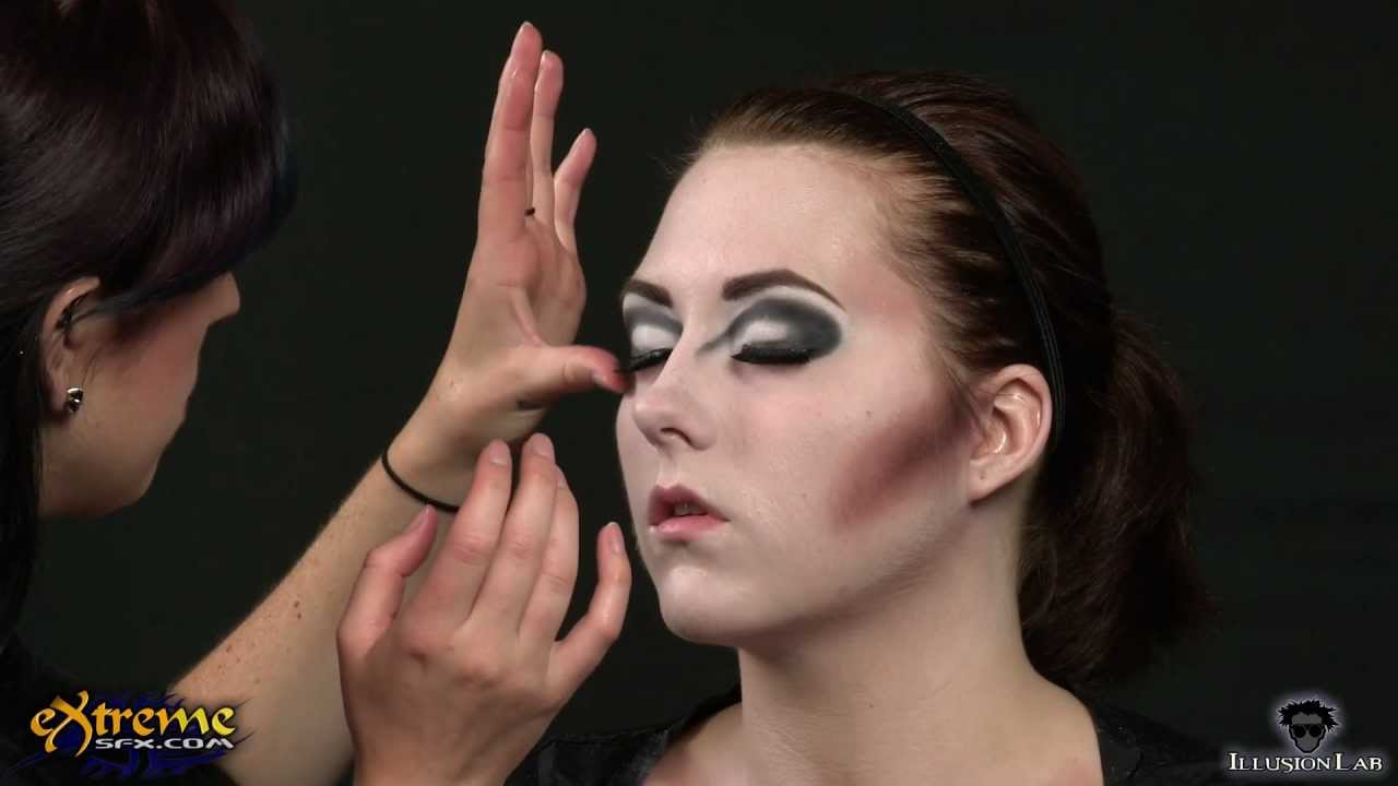 Vampire Makeup How-to, Classic Vampiress Halloween Makeup Tutorial ...
