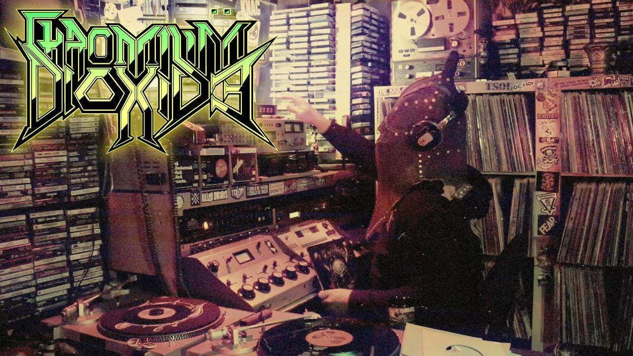 (Video) CHROMIUM DIOXIDE RADIO - Heavy Metal Magazine Flip Through 5
