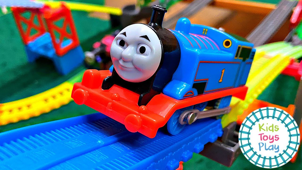Kids Toys Play Thomas and Friends Races | Mad Dash on Sodor