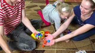 Веселая ЧЕЛЛЕНДЖ Игра БАРБОСИКИ детские развлечения от Миланы дети собирают шарики от Family Box1