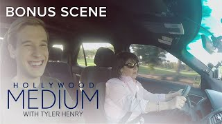 "Tyler Henry's Mom Sings TLC's ""No Scrubs"" | Hollywood Medium with Tyler Henry | E!"