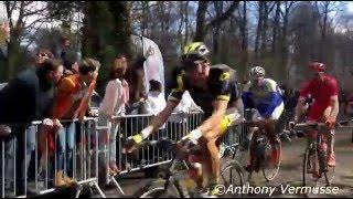 Download Lagu Terrible chute lors du Paris-Roubaix 2016 - Trouée d'Arenberg mp3