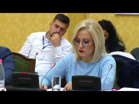 Ora News – Opozita kundër shkollave me PPP në Tiranë: Qytetarët paguajnë taksë