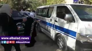 بالفيديو والصور.. لحظه خروج جثمان والدة الفنان أحمد عزمي وغياب تام للفنانين