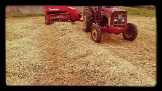 Classic tractor International 454+Star Mr2000DX hay baler