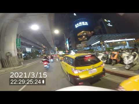 多輛中華民國職業駕駛計程車違規停車