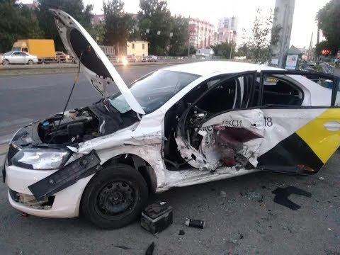 Яндекс такси перевернулась.