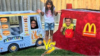 McDonalds Delivery Truck vs Food Truck!! Kids Pretend Play
