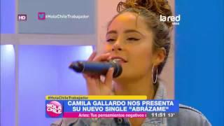 La cantante Camila Gallardo nos maravilló con su nuevo single en Hola Chile