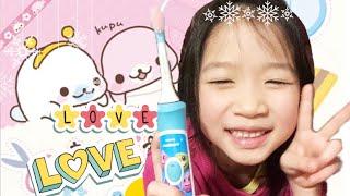 Gambar cover Julina showing kid how to brush her teeth 🦷