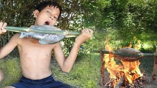 Survival Skills - Cooking Fish at forest and eating delicious